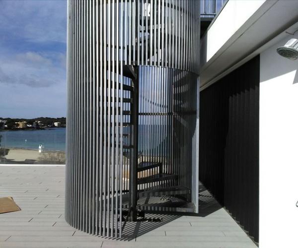 Escaleras metálicas en Baleares