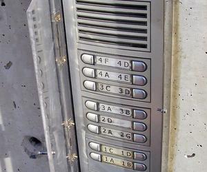 Caja protectora para portero automático