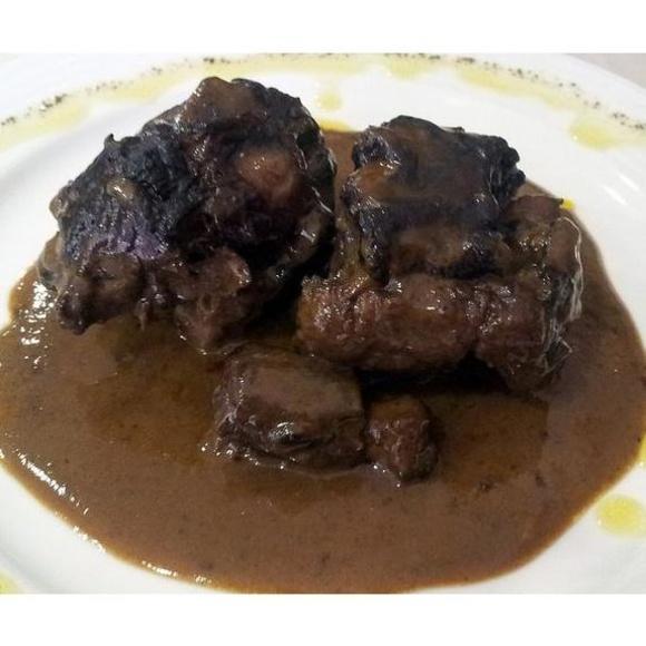 Especialidades: Instalaciones y Servicios  de Restaurante - Hotel  de Carretera El Oasis**