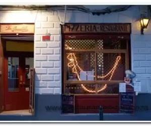 Pizzeria La Gondola Zaragoza. Estamos en C/Santa Isabel nº8 sector Alfonso (casco histórico) Tel. reservas 695674535. Amplia carta en entrantes, ensaladas, gratinados, pastas, salsas, pizzas y postres. Precio medio de plato en carta 6,50€.