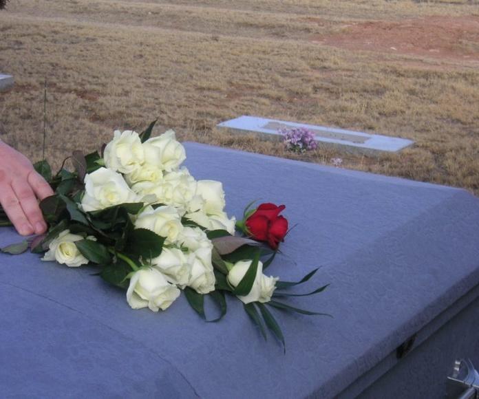 Inhumaciones e incineraciones: Servicios de Funeraria Selva