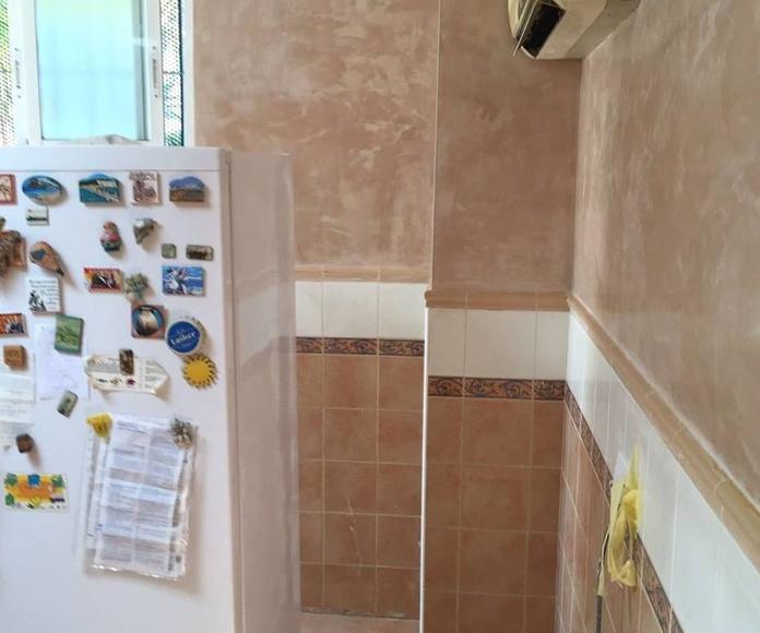 Aplicación de pintura en cocina