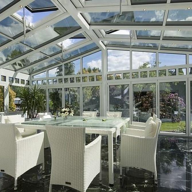 Razones para acristalar la terraza de tu negocio