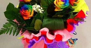 Ramo rosas arcoíris