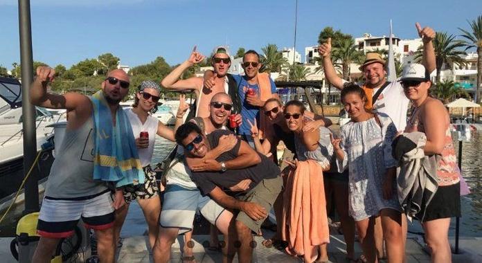 Paseo en bote, relax y diversión a bordo: Servicios de Aqua Xtrem