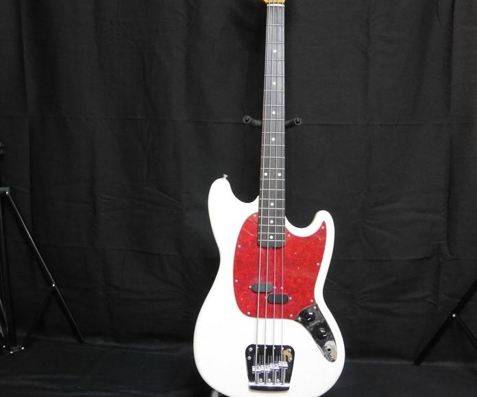 Bajos y Guitarras Fender Escala Corta