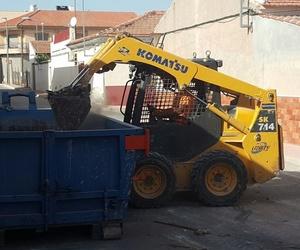 Trabajos de retirada de escombros en derribo