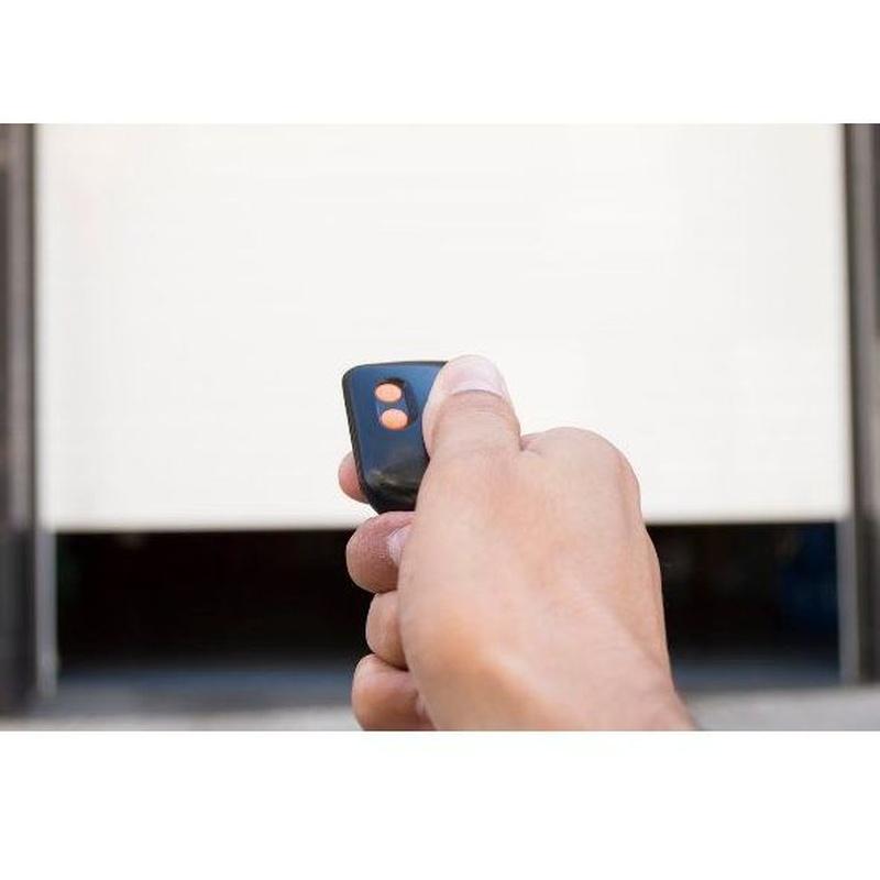 Automatismos para puertas: Productos y servicios de Sertronic Proyectos e Instalaciones