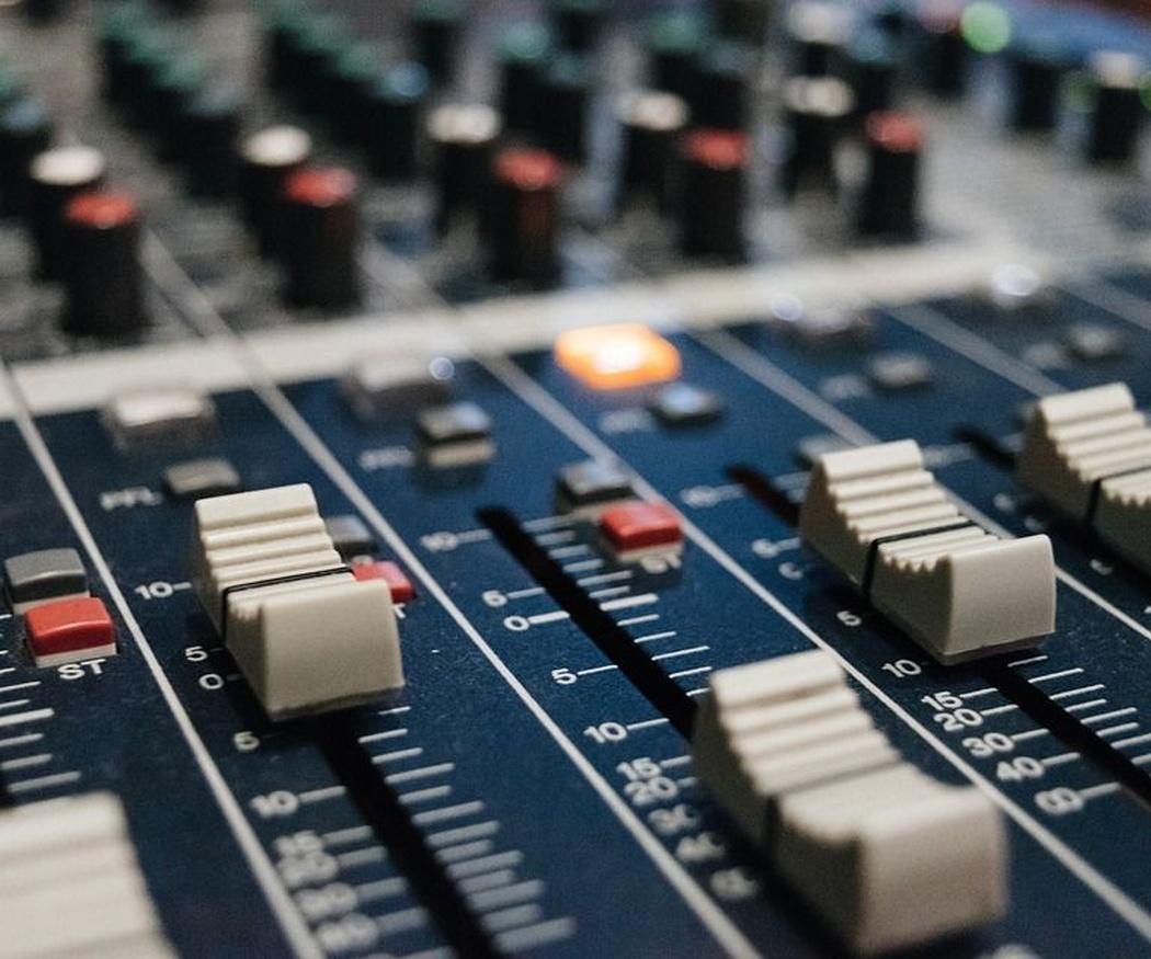 Consejos para elegir el mejor equipo de sonido profesional