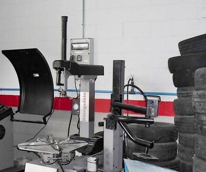 Neumáticos: Servicios de TALLERES PEDRAZA