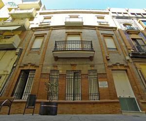 Fachada de la residencia en centro de Huelva