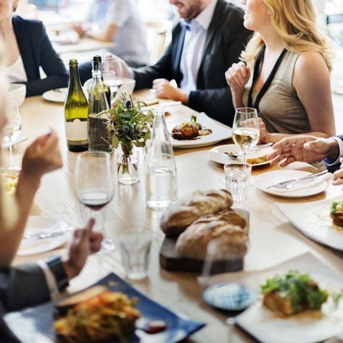 Consejos para organizar una fiesta o  comida multitudinaria