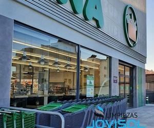 Mantenimiento de cristales de supermercados.