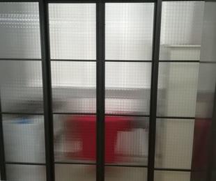 Puerta corredera estilo industrial