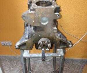 Motor de coche - Autoescuela Baena