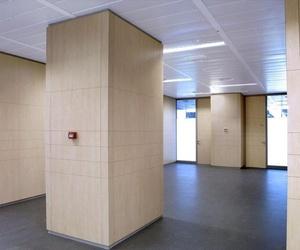 Oficina reformada con espacios diáfanos