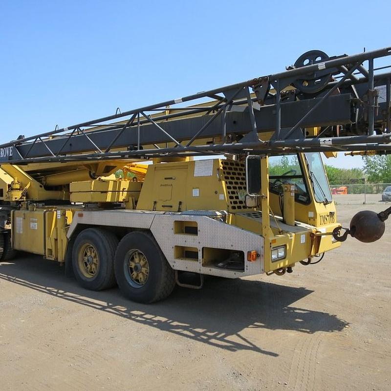 Alquiler de camión grúa: Catálogo de Alegre Materiales para la Construcción