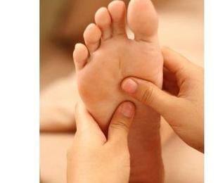 Masaje de reflexología tailandesa y piernas
