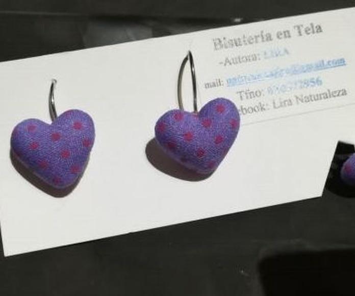 Puedes ver un catálogo con corazón para todo del año. Regala bisutería en tela de Lira!