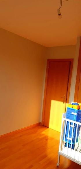 Finalizado el trabajo de pintura, en vivienda unifamiliar