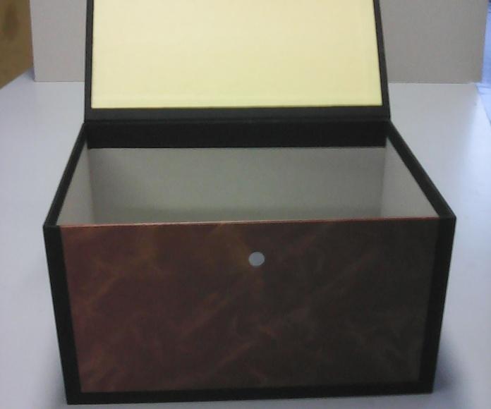 Revisteros y cajas: Productos y servicios de Mor-Cas