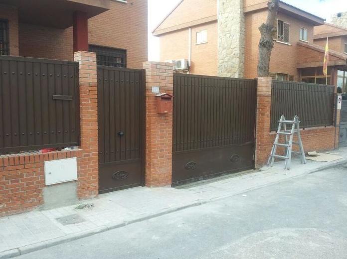 chalet puerta y rejas madrid|default:seo.title }}