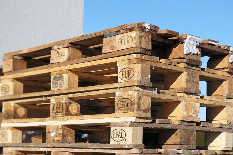 Los palets de madera ganan por goleada a los de plástico