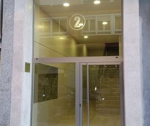 Reforma de portal e instalación de ascensor en Santander