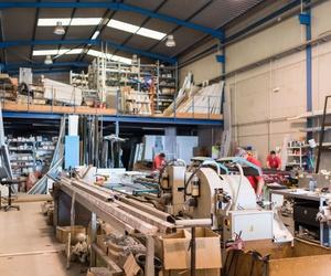 Amplias instalaciones para la fabricación de ventanas de aluminio