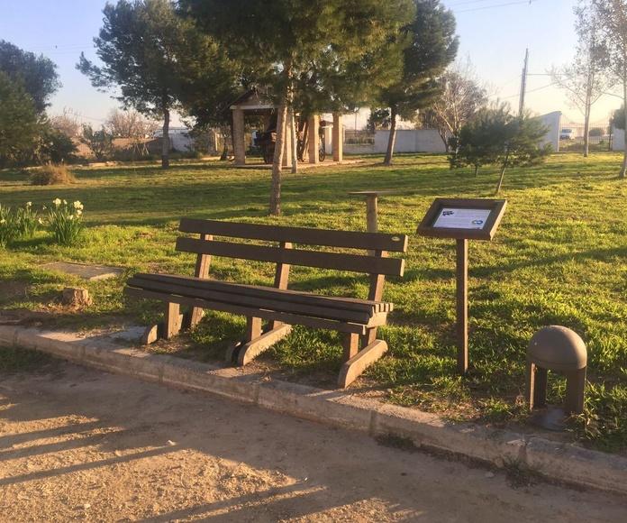 BANCOS Y MESAS INFORMATIVAS PARA EL PARQUE NATURAL