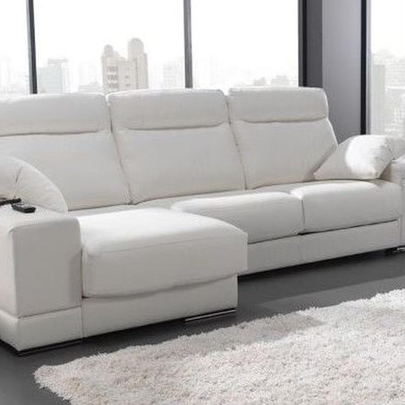 Sofa chaiselonge, relax deslizante y con tres arcones en los ansientos, solo 1.200 €
