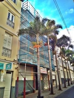 Reforma de fachada con andamio tubular multidireccional. Calle Callado de Lima. Santa Cruz de Tenerife.