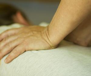 Masaje terapeutico Shiatsu.