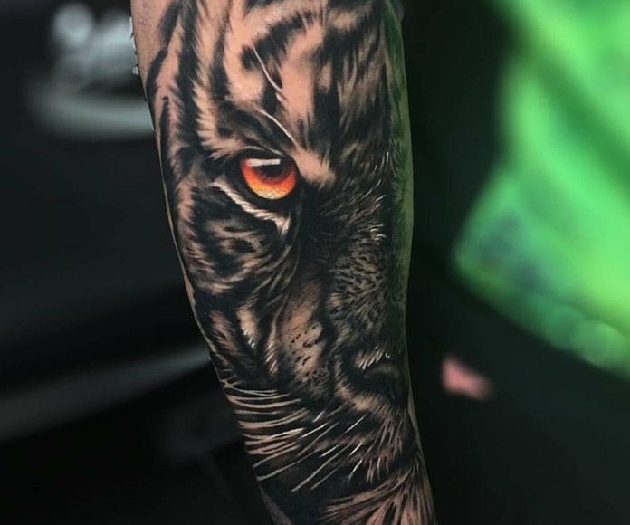 Diego Calabuig: Servicios de Vertikal Tattoo Studio