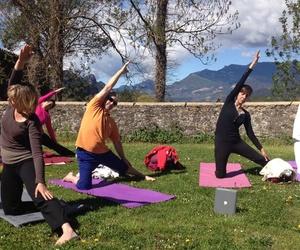 Clases de yoga en contacto con la naturaleza