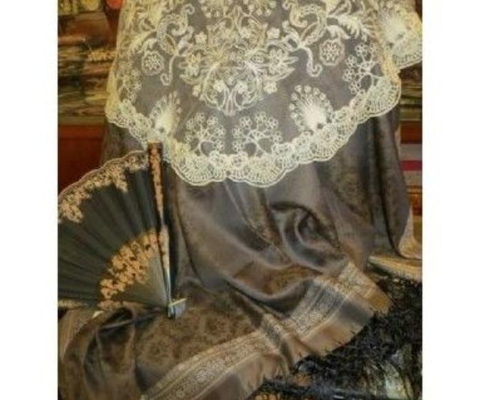 Mantones de Lana y Fibrana: Productos de Bellostas