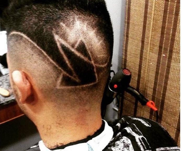 Dibujos en el pelo: Servicios de Poe Barber Show