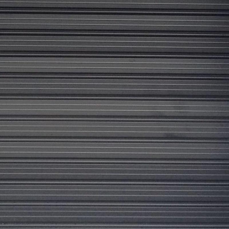 Persiana 105 lacada negra en Bilbao