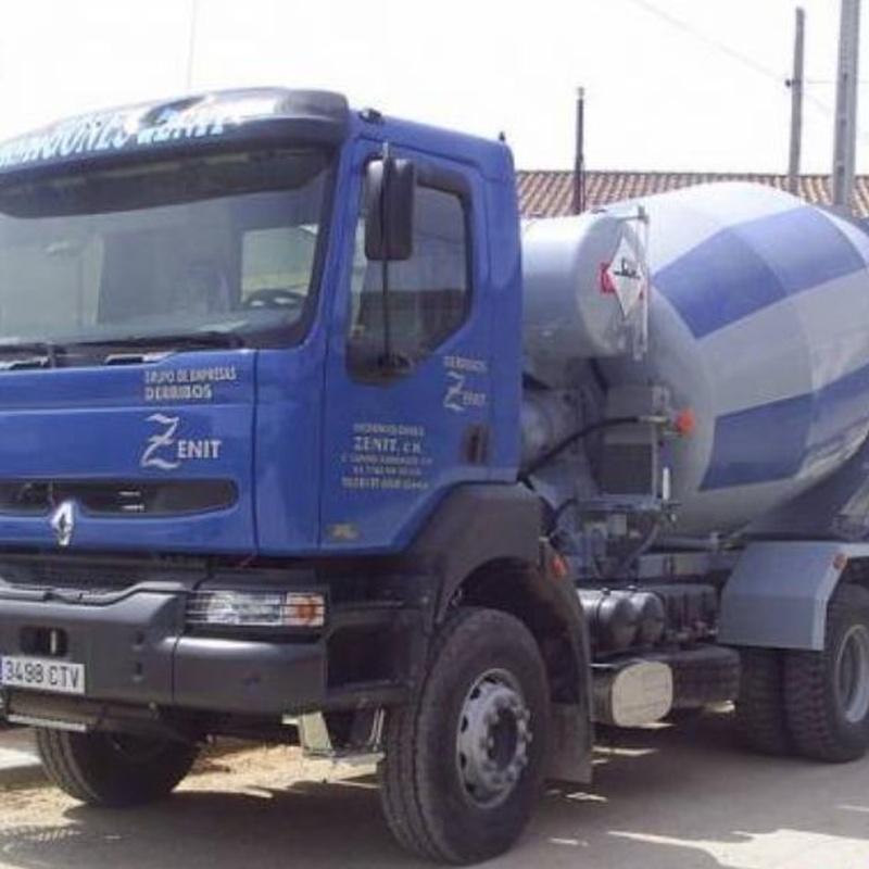 Alquiler de camiones: Catálogo de HORMIGONES ZENIT, S.L.