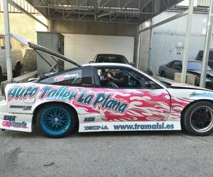coche patrocinado por tramal