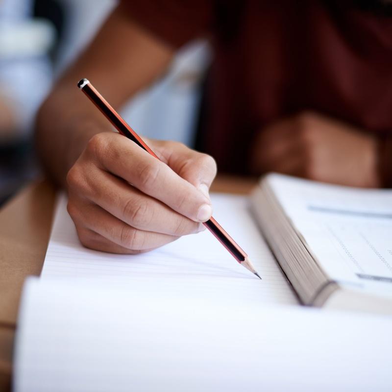 Resolución de exámenes anteriores y repaso: Catálogo de Aula Universitaria