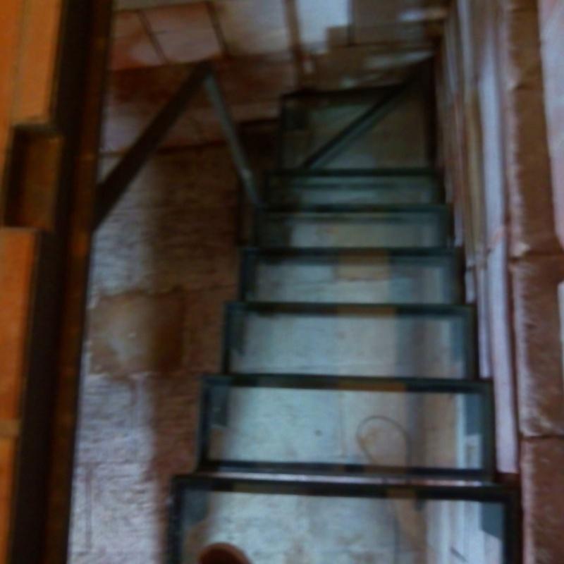 Escalera de huella y trampilla de vidrio de seguridad: Trabajos realizados de Global Metall, S.C.P.