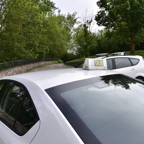 Taxi para trayectos largos y cortos