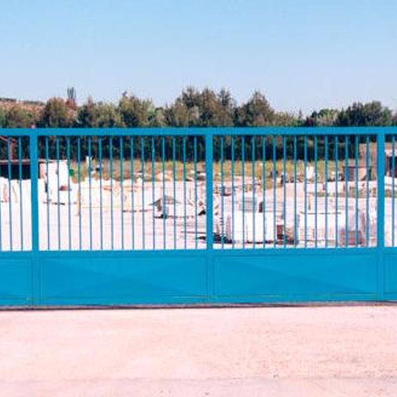 Puertas de enrejado y correderas: Productos y servicios de Ferretería y Mallas Portillo