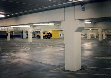 Limpieza parkings y naves