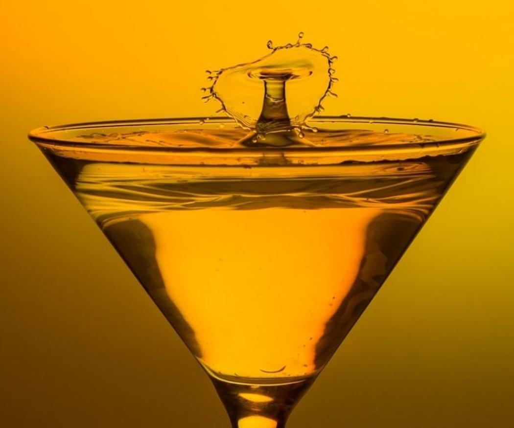 Cómo enfriar una copa de Martini