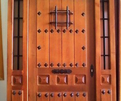 Puertas calle de madera en Cuenca
