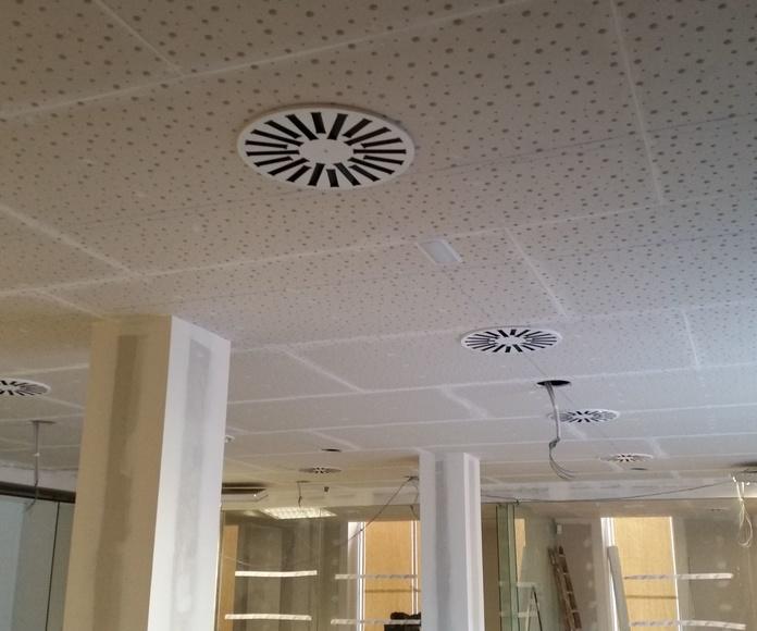 Falso techo continuo par oficina bancaria en Tortosa (Tarragona).