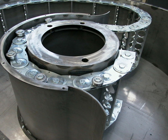 Cadena de acero serie STEEL con contragiro y traviesas mecanizadas de BREVETTI STENDALTO