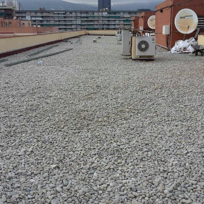 Impermeabilización cubierta invertida con aislamiento térmico y canto rodado